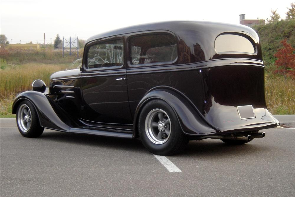 1935 CHEVROLET CUSTOM 2 DOOR SEDAN - Rear 3/4 - 96653