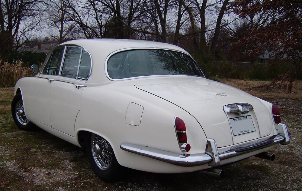 1967 JAGUAR 3.8S 4 DOOR SEDAN - Rear 3/4 - 96687