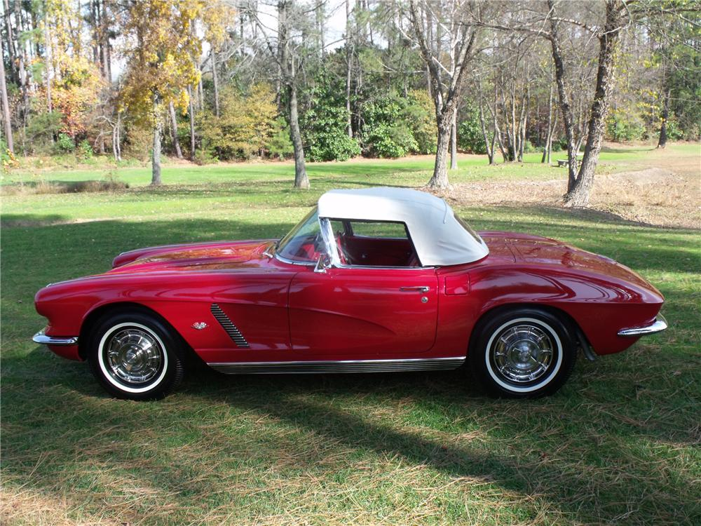 1962 CHEVROLET CORVETTE CONVERTIBLE - Interior - 96717