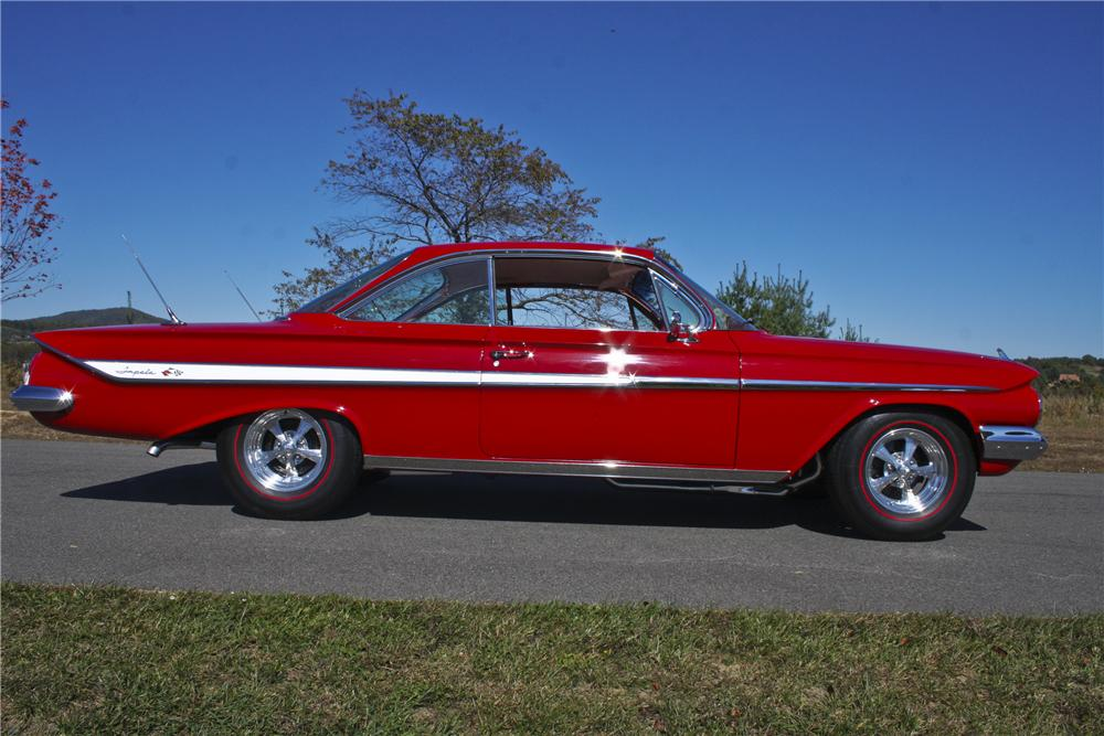 1961 CHEVROLET IMPALA CUSTOM 2 DOOR SPORT COUPE - Side Profile - 96777