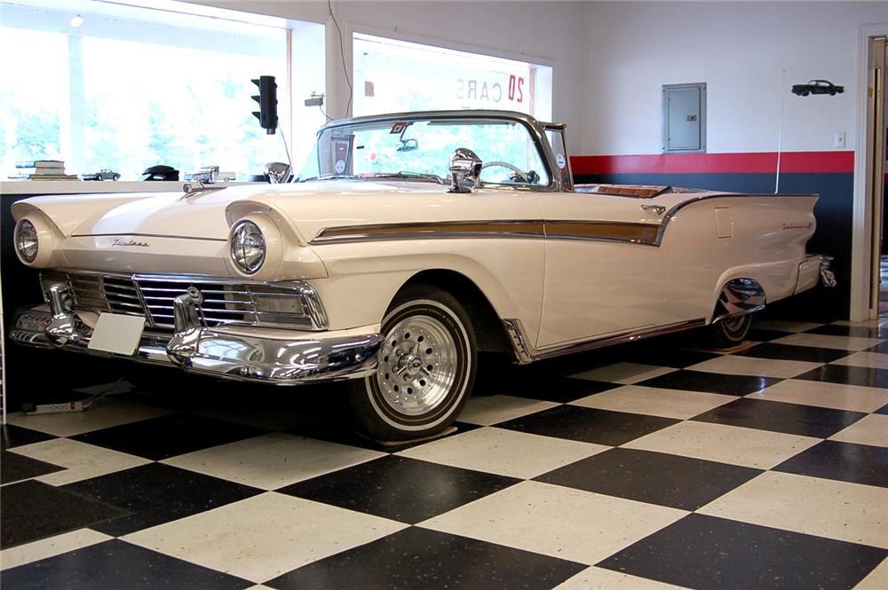 1957 FORD FAIRLANE CONVERTIBLE - Side Profile - 96846
