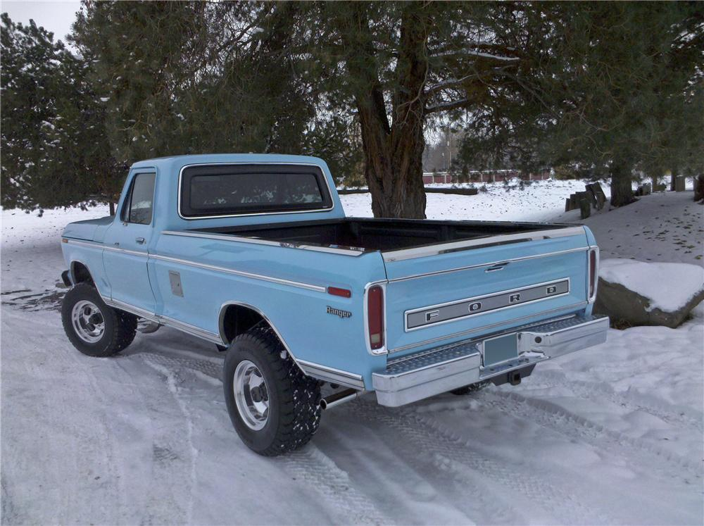 1974 FORD F-250 PICKUP - Rear 3/4 - 96876