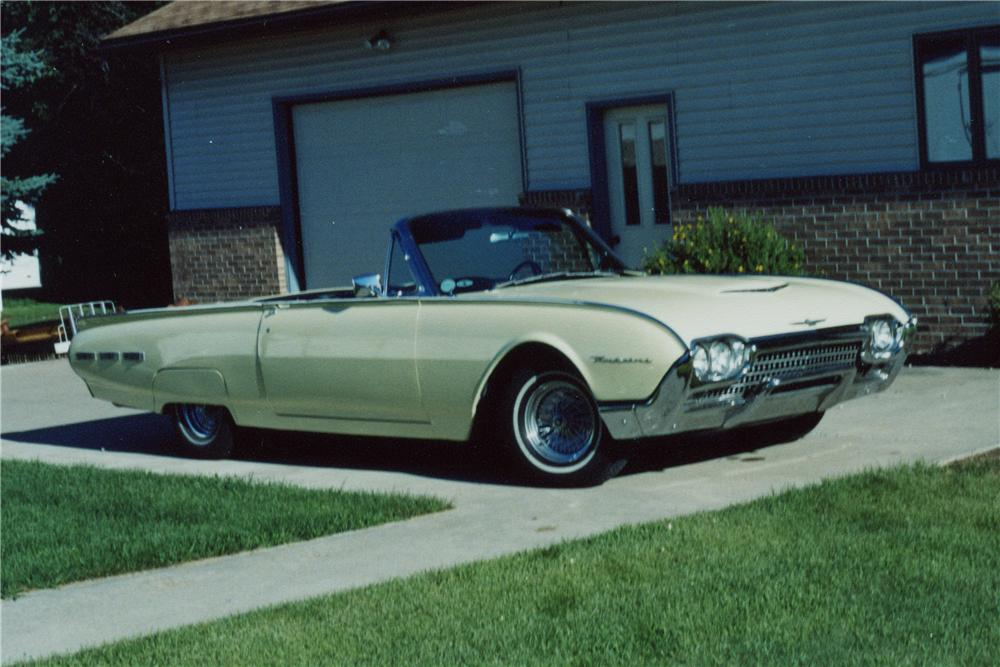 1962 FORD THUNDERBIRD CONVERTIBLE - Front 3/4 - 96891