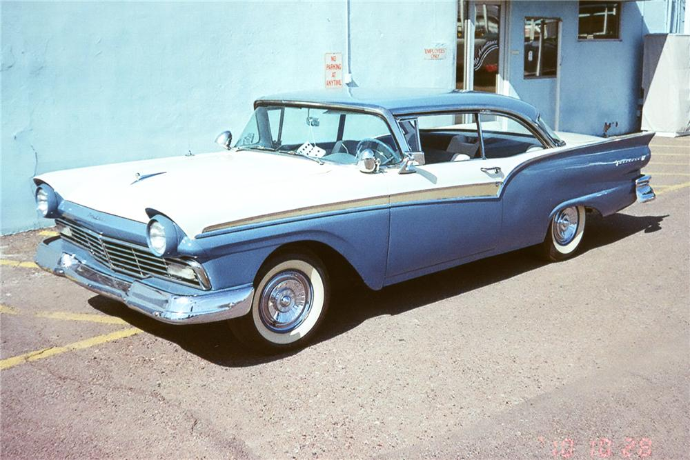 1957 FORD FAIRLANE 2 DOOR HARDTOP - Front 3/4 - 96921