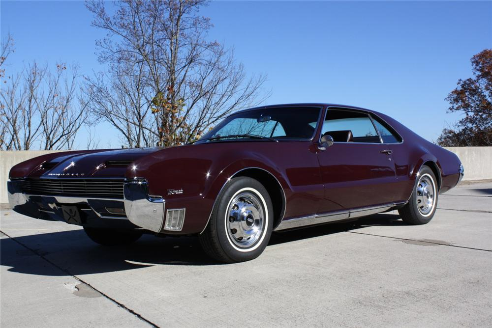 1966 OLDSMOBILE TORONADO 2 DOOR HARDTOP - Side Profile - 97005