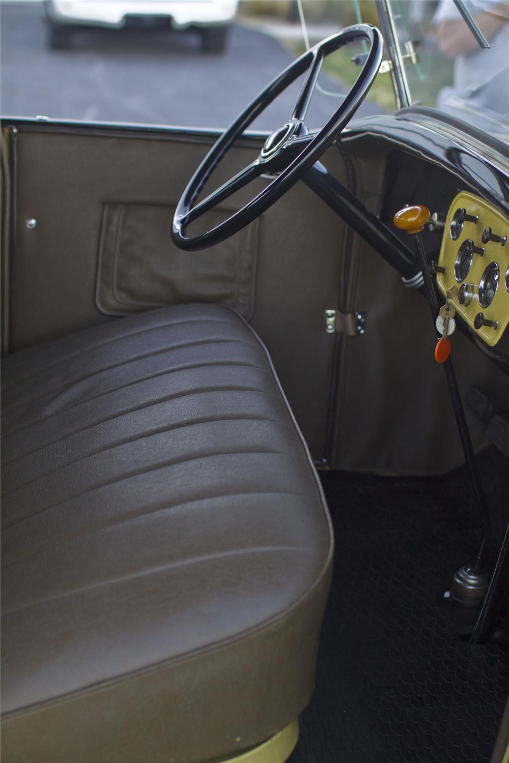 1932 CHEVROLET DELUXE ROADSTER - Interior - 97211