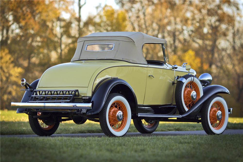 1932 CHEVROLET DELUXE ROADSTER - Rear 3/4 - 97211