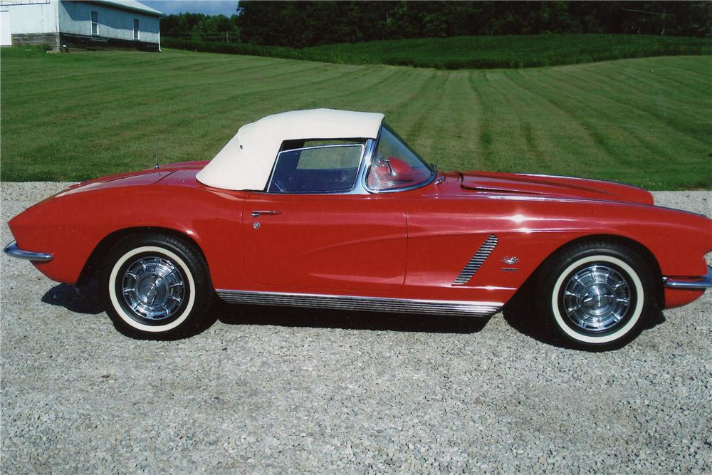1962 CHEVROLET CORVETTE CONVERTIBLE - Front 3/4 - 97218