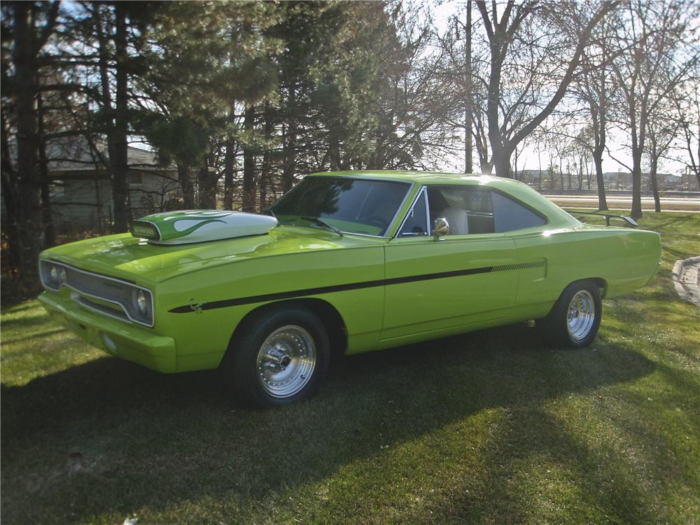 1970 PLYMOUTH ROAD RUNNER CUSTOM 2 DOOR HARDTOP - Front 3/4 - 97219