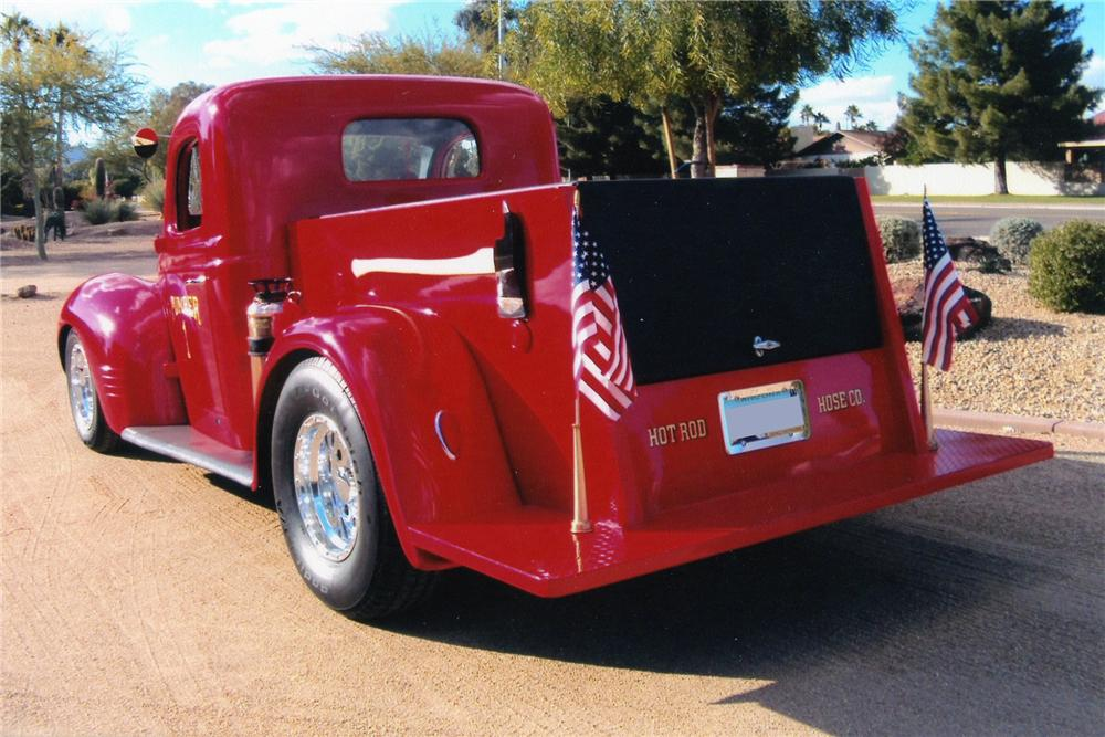 1940 DODGE CUSTOM FIRE TRUCK - Rear 3/4 - 97501