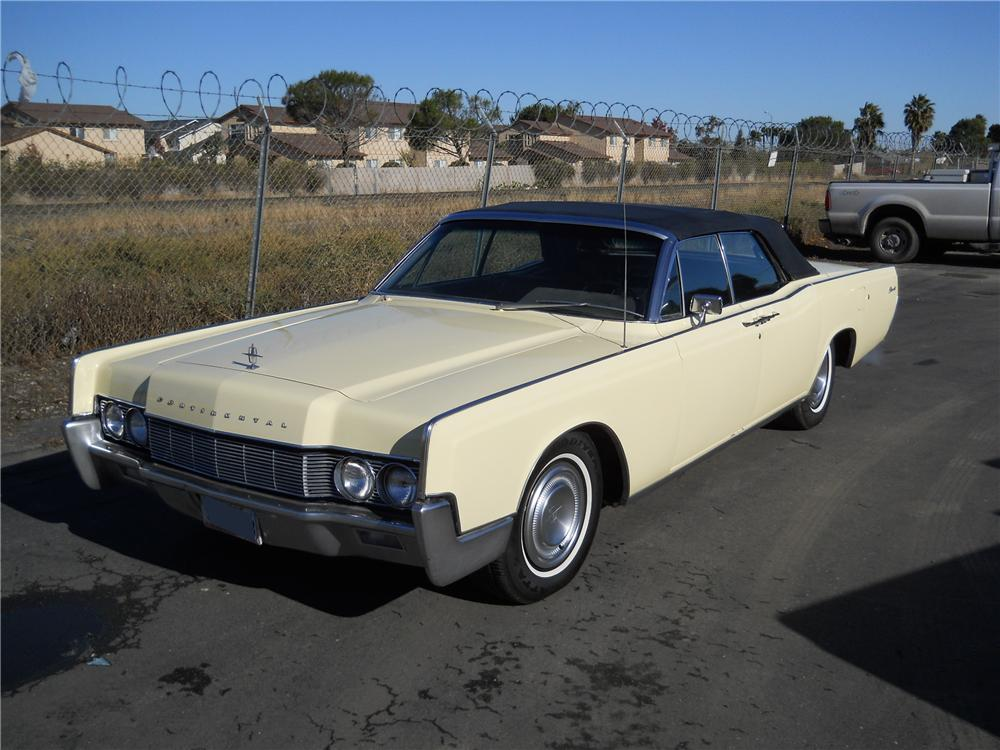 1967 LINCOLN CONTINENTAL CONVERTIBLE - Front 3/4 - 97517