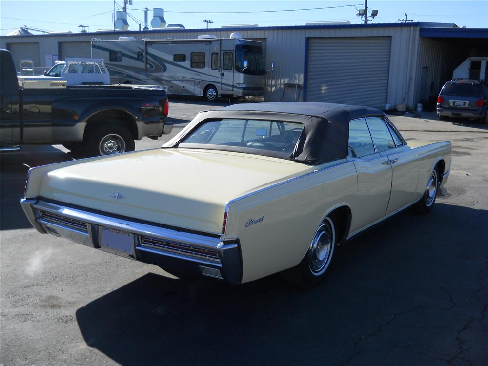 1967 LINCOLN CONTINENTAL CONVERTIBLE - Rear 3/4 - 97517