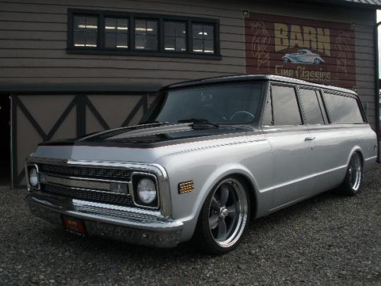 1970 CHEVROLET SUBURBAN CUSTOM STATION WAGON - Front 3/4 - 97525
