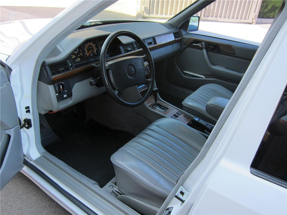 1988 MERCEDES-BENZ 300TE STATION WAGON - Interior - 97689