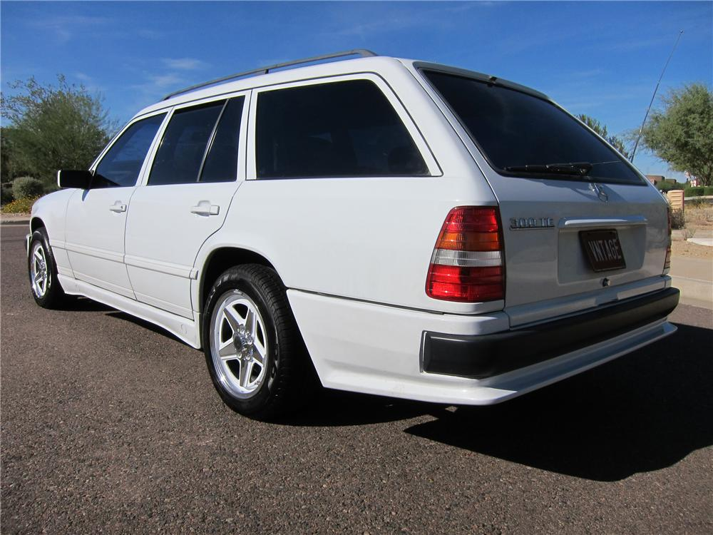 1988 MERCEDES-BENZ 300TE STATION WAGON - Rear 3/4 - 97689
