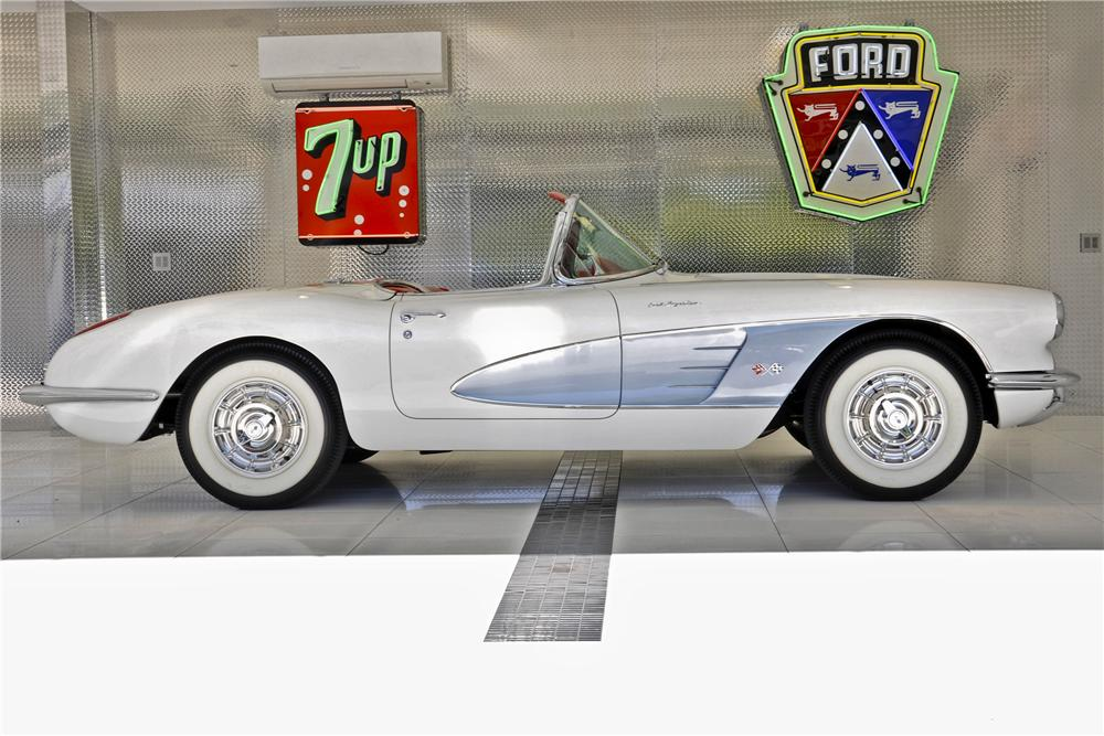 1960 CHEVROLET CORVETTE CONVERTIBLE - Side Profile - 97699