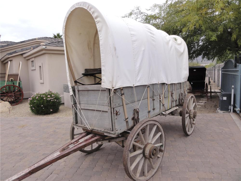 0 COVERED WAGON JOHN DEERE COVERED WAGON - Front 3/4 - 97737