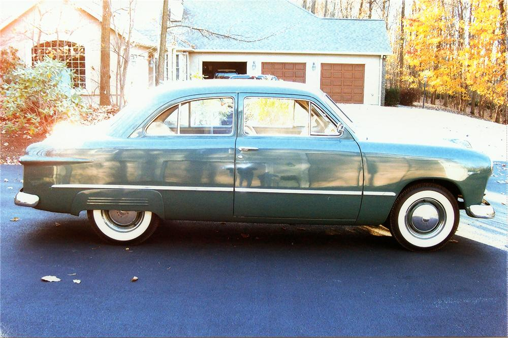 1949 FORD CUSTOM 2 DOOR COUPE - Side Profile - 97887
