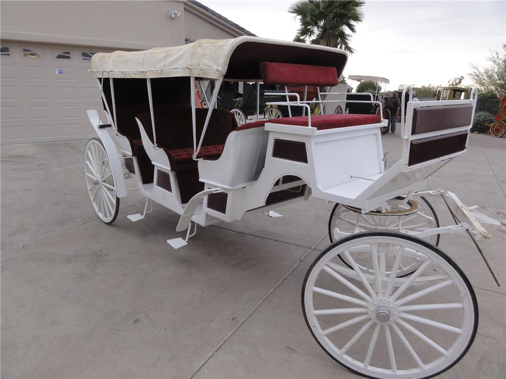 0 BUGGY 3-SEAT SURREY LIMO CARRIAGE - Front 3/4 - 97903