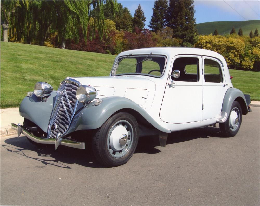1938 CITROEN TRACTION AVANT 4 DOOR HARDTOP - Front 3/4 - 98050