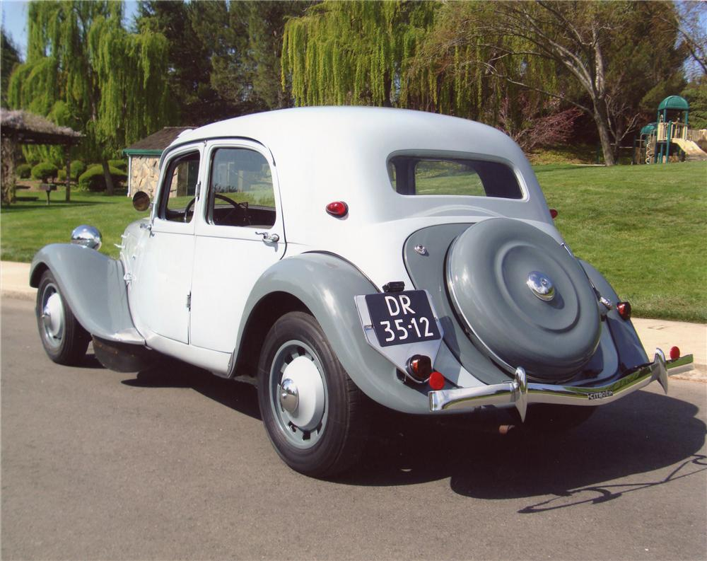 1938 CITROEN TRACTION AVANT 4 DOOR HARDTOP - Rear 3/4 - 98050