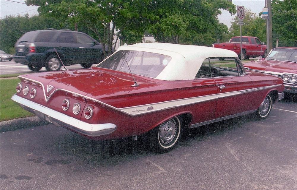 1961 CHEVROLET IMPALA SS CONVERTIBLE - Rear 3/4 - 98071