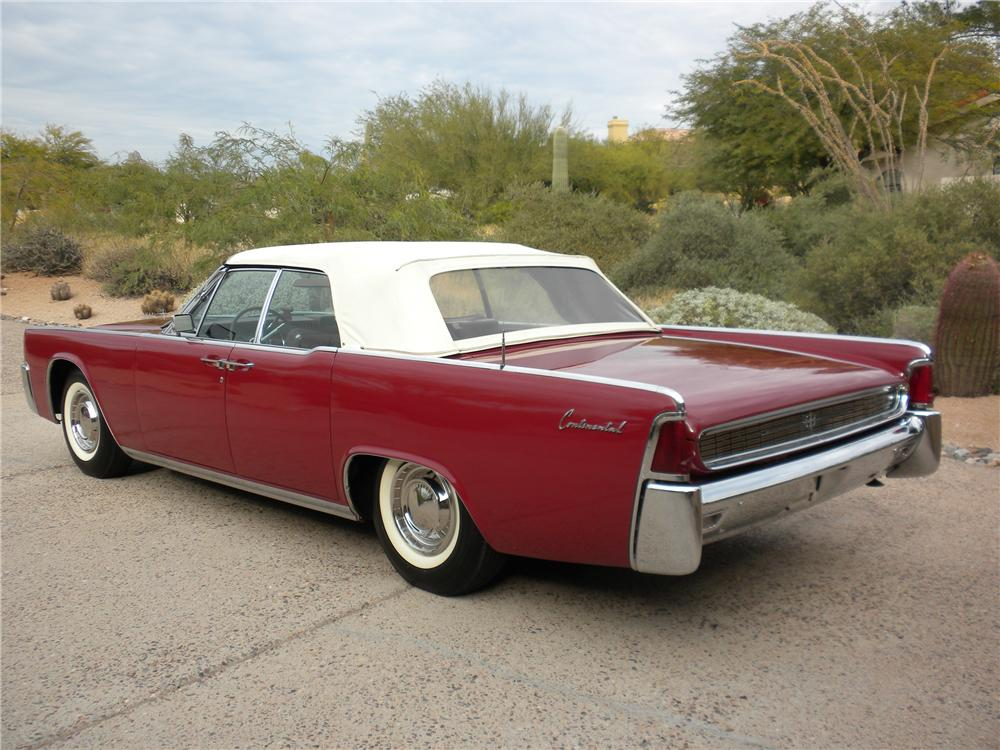 1962 LINCOLN CONTINENTAL CONVERTIBLE - Rear 3/4 - 98072