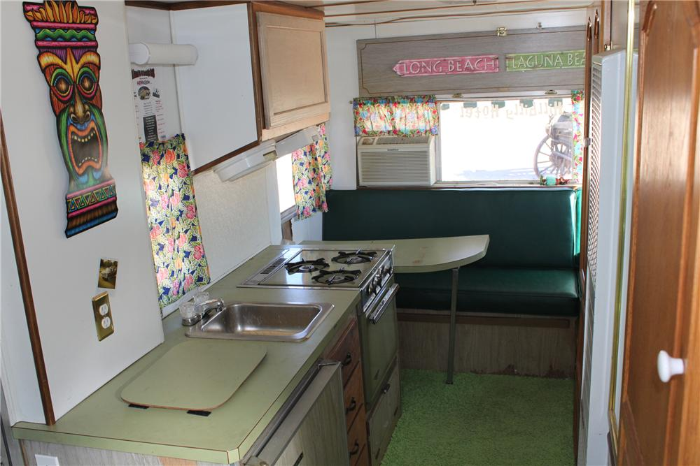 1969 WINNEBAGO MOTORHOME - Interior - 98085