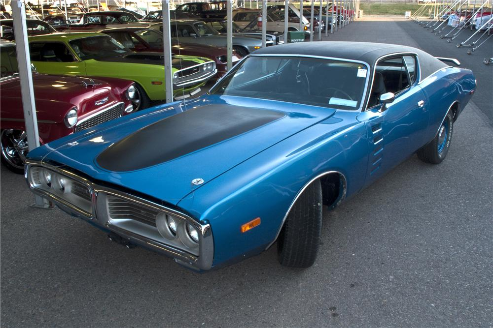 1972 DODGE CHARGER CUSTOM 2 DOOR HARDTOP - Front 3/4 - 98101
