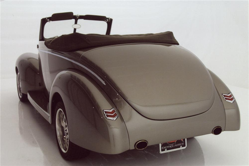 1940 FORD CUSTOM CONVERTIBLE - Rear 3/4 - 98114