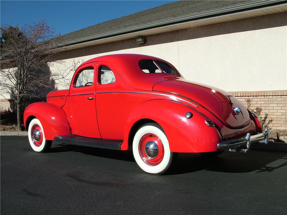 1940 FORD DELUXE CUSTOM 2 DOOR COUPE - Rear 3/4 - 98178
