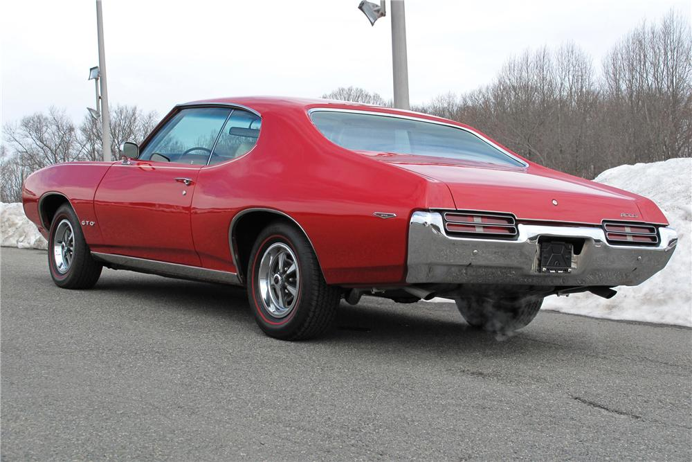 1969 PONTIAC GTO 2 DOOR HARDTOP - Rear 3/4 - 98209