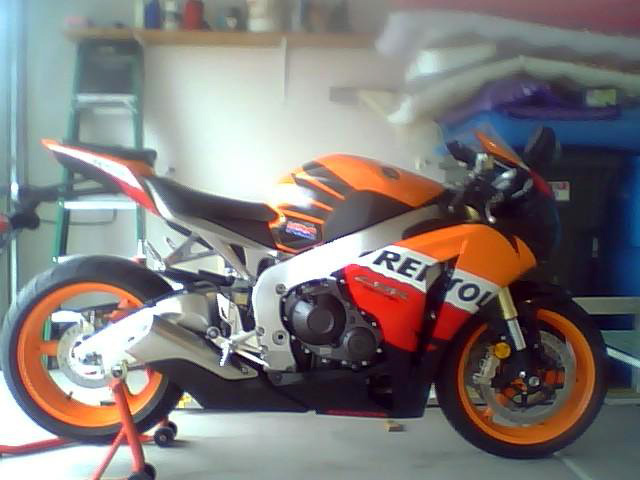 2009 HONDA CBR1000R REPSOL EDITION MOTORCYCLE - Side Profile - 98655