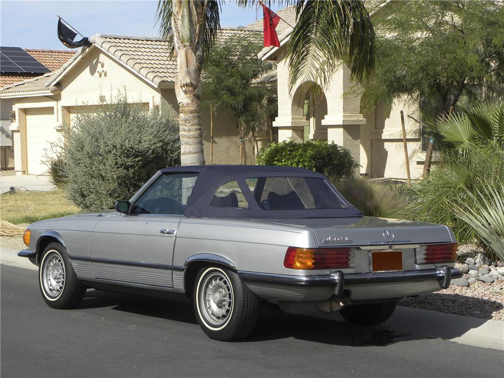 1973 MERCEDES-BENZ 450SL CONVERTIBLE - Rear 3/4 - 98926