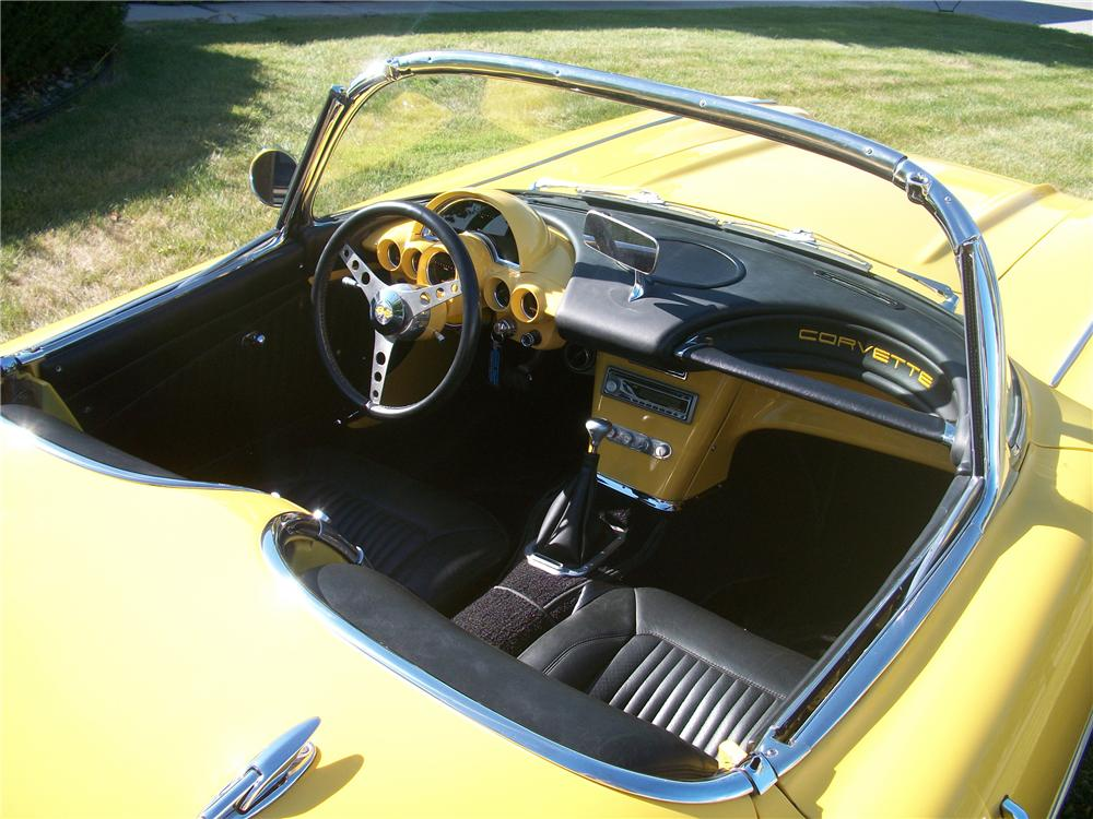 1958 CHEVROLET CORVETTE CUSTOM ROADSTER - Interior - 98928