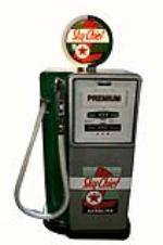 """Rare 1950's Texaco Oil Siamese Rolway dual dispensing """"Sky Chief-Fire Chief"""" gas pump, - Front 3/4 - 162650"""
