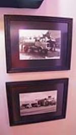 Lot of two vintage oil company framed prints of vintage stations - Front 3/4 - 179211