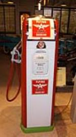 Highly desirable 1930's-40's Flying A service station National gas pump with lit advertising glasses. - Front 3/4 - 179565