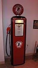 Wonderful late 1940s-early 50's Frontier Gas Tokheim 39 gas pump. - Front 3/4 - 179763