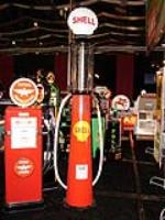 1927 Clear Vision Ten Gallon visible gas pump restored in Shell Oil livery complete with one-piece clam shell globe. - Front 3/4 - 63289