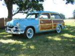 1951 FORD COUNTRY SQUIRE WOODY STATION WAGON - Front 3/4 - 132750