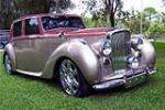 1947 BENTLEY MARK VI CUSTOM 4 DOOR SEDAN - Front 3/4 - 151350